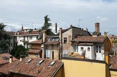 Four-bedroom Apartment of 210m² in Via Belmeloro