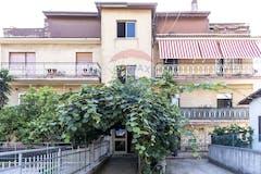 Four-bedroom Apartment of 160m² in Via Padre Antonio Cocchi