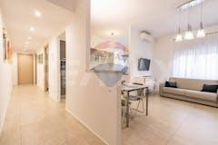 Two-bedroom Apartment of 92m² in Via Di San Romano 15