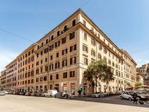 Three-bedroom Apartment of 130m² in Via Candia