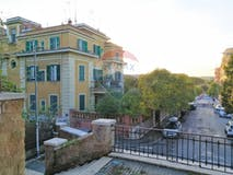 Two-bedroom Apartment of 130m² in Via Giulio Rocco