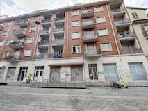 Two-bedroom Apartment of 80m² in Via Cesare Balbo 10