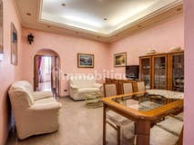 Two-bedroom Apartment of 95m² in Via Luciano Manara