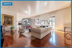 Three-bedroom Apartment of 245m² in Via Gian Giacomo Porro