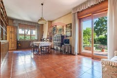 Four-bedroom Villa of 260m² in Stesicoro