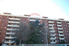 Two-bedroom Apartment of 110m² in Viale Bruno Pelizzi 145