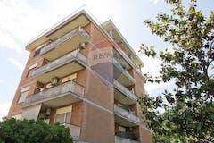 Attic of 70m² in Via Luca Ghini