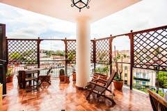 Three-bedroom Apartment of 110m² in Via Degli Amodei 116