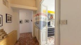 Two-bedroom Apartment of 105m² in Via Dante Di Nanni 50