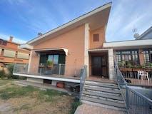 Multi-bedroom Villa of 300m² in Via Ildebrando Della Giovanna