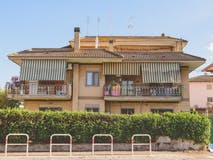 Two-bedroom Apartment of 90m² in Via Casal Bianco