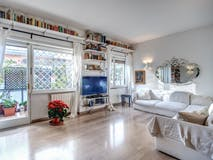 Three-bedroom Apartment of 120m² in Via Apollo Pizio