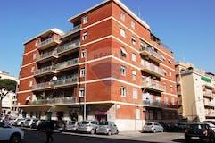 Two-bedroom Apartment of 104m² in Via Innocenzo XI 7