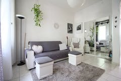 Two-bedroom Apartment of 84m² in Via de' Carracci