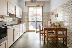 Three-bedroom Apartment of 122m² in Viale Roma