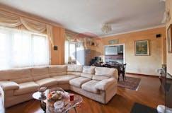 Three-bedroom Apartment of 150m² in Via Sorano 30