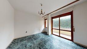 Three-bedroom Apartment of 90m² in Via Dino Compagni 9