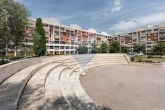 Two-bedroom Apartment of 90m² in Piazza Gaspare Ambrosini