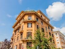 Multi-bedroom Apartment of 227m² in Via Belluno