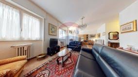 Two-bedroom Apartment of 112m² in Via Benjamin Constant