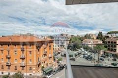Four-bedroom Apartment of 195m² in Via Antonio Bertoloni 3
