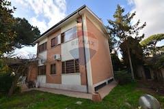 Multi-bedroom Villa of 350m² in Via Senofane
