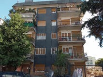 Three-bedroom Apartment of 130m² in Via Sisto Iv