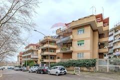 Four-bedroom Apartment of 155m² in Viale Prospero Colonna