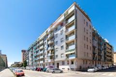 Three-bedroom Apartment of 90m² in Via Tunisi 60