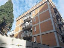 Two-bedroom Apartment of 80m² in Via Andrea del Verrocchio