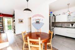 Four-bedroom Apartment of 115m² in Via Monte San Vicino 15