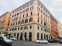 Multi-bedroom Apartment of 210m² in Via Cavour 60