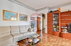 Two-bedroom Apartment of 96m² in Via Simone Ghini