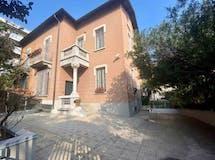 Villa di 698m² in Viale Lunigiana