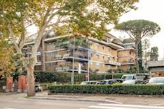 Three-bedroom Apartment of 190m² in Via Cassia