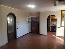 Two-bedroom Apartment of 115m² in Via Degli Umiliati 26
