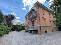 Three-bedroom Townhouse of 196m² in Via dello Sterlino