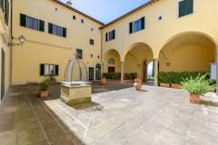 Four-bedroom Apartment of 200m² in Via del Monasteraccio 3