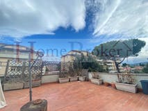 Three-bedroom Apartment of 130m² in Viale Europa 20