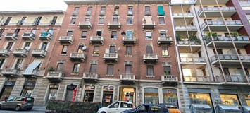 Two-bedroom Apartment of 90m² in Corso Vercelli