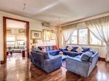 Four-bedroom Villa of 400m² in Via Cassia