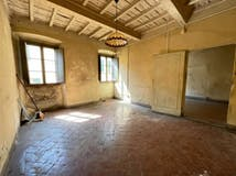 One-bedroom Apartment of 80m² in Borgo S. Frediano