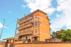 Two-bedroom Apartment of 105m² in Via Gizzeria 150