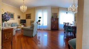 Two-bedroom Apartment of 128m² in Viale Monza 16
