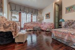 Three-bedroom Apartment of 162m² in via Ugo Lenzi