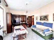 Two-bedroom Apartment of 90m² in Via Avancinio Avancini 12