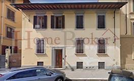 Two-bedroom Apartment of 90m² in Via Uguccione Della Faggiola