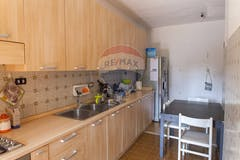 Four-bedroom Apartment of 125m² in Via Brecht 51