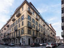 Two-bedroom Apartment of 80m² in Via Alessandro Manzoni