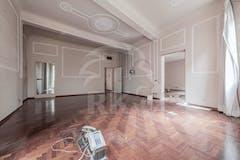 Four-bedroom Apartment of 267m² in Via Saragozza